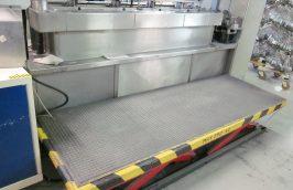 nastavitelna podlaha k strojom